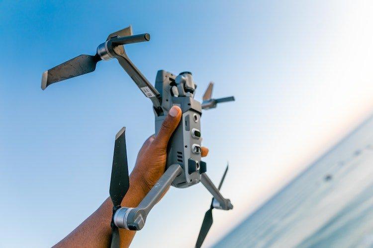 droni-radiocomandati-ad-uso-di-video-e-fotografie-aeree